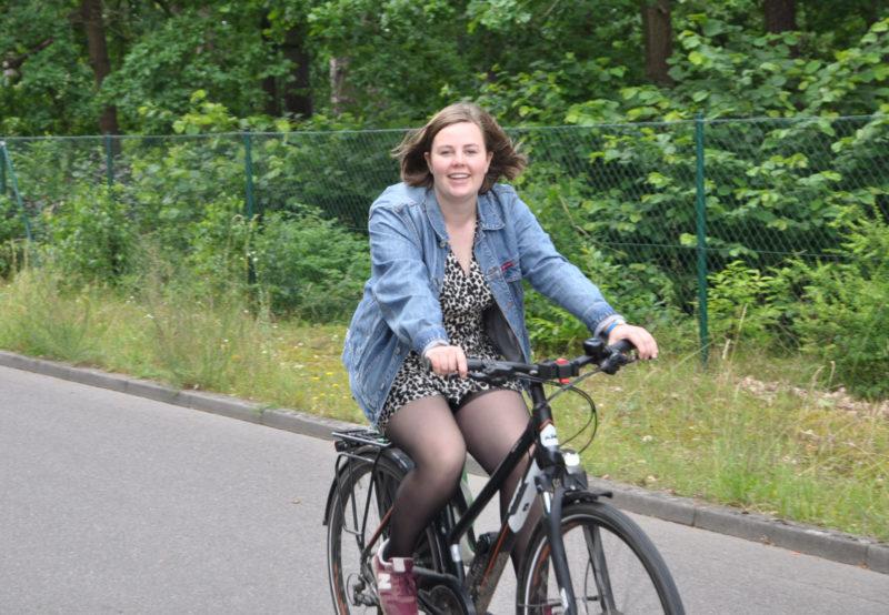 Ricarda Budke (MdL) fährt Fahrrad